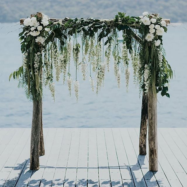The wedding day: flower decorations